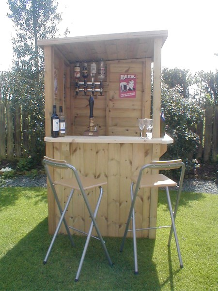 Outdoor corner bar